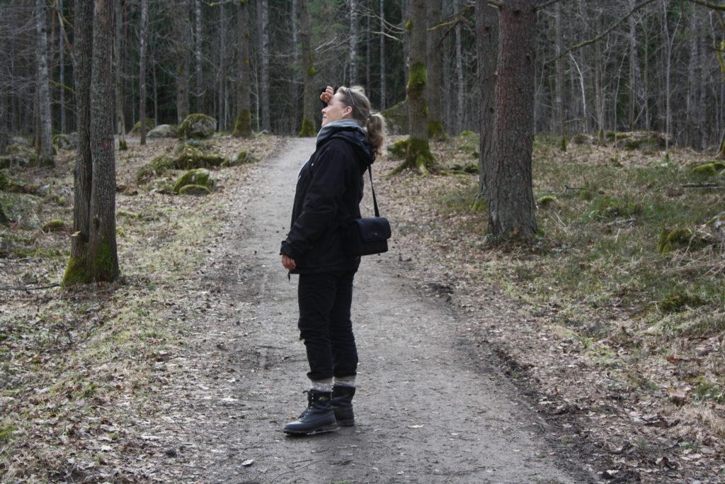 Anna-Lena Winnerstam i skogen